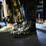 dolce-and-gabbana-fall-winter-2017-18-men-fashion-show-backstage-41